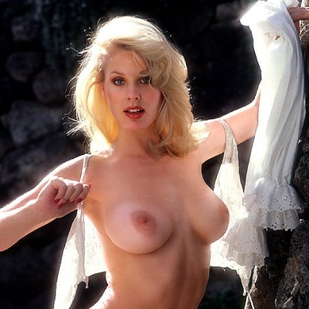 Topless Blonde Babe With Exposed Natural Med Busts Porn Foto